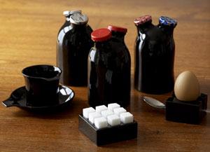 """Кейтлин Хилс разработала """"двуглавые"""" бутылки для хранения молока"""