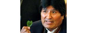 Президент Боливии Эво Моралес с листком коки